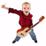 Die Gitarre ist ein ideales erstes Instrument für Ihr Kind