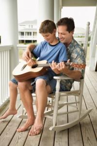 Kindergitarre-Vater-Sohn