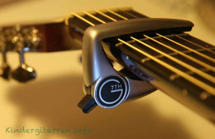 Kapodaster auf Gitarre